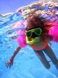 Mädchenschwimmen Unterwasser Lizenzfreie Stockfotografie