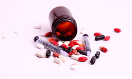 Médecines et seringues Images stock