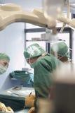 Médecins dans la chirurgie Photo stock