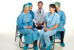 Médecins se préparant à la conférence Image libre de droits