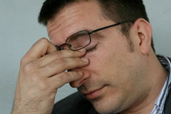 Müder und schläfriger Mann Lizenzfreies Stockbild