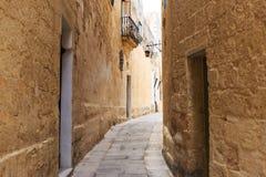 Mdina традиционный старый городок с улицами булыжника, фонариками, слезло здания, в Мальте Совершенное назначение на каникулы Стоковые Фото
