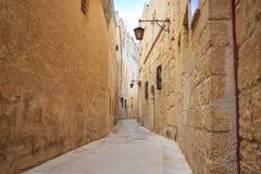 Mdina die alte Stadt mit Kopfsteinstraßen, Laternen, zog Gebäuden, in Malta ab Perfekter Bestimmungsort für Ferien und Tourismus Stockfoto