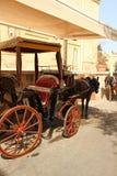 Mdina, Malta, em julho de 2014 Carrinho de criança para o transporte dos turistas fotos de stock royalty free
