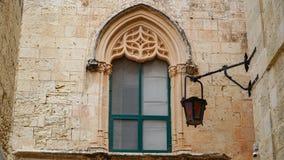 Mdina, MALTA - Latarnie uliczne w antycznym średniowiecznym mieście Mdina Mdina jest popularnym turystycznym miejscem przeznaczen Obrazy Stock