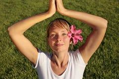 méditation de pelouse Photos stock