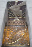 Mądrość, art deco fryz Lee Lawrie nad wejściem GE budynek przy Rockefeller placem Obrazy Royalty Free