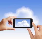 Mądrze ręka używa dotyka parawanowego telefon bierze fotografię Zdjęcie Royalty Free