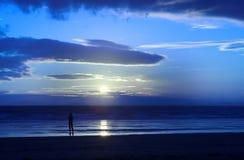 Me enkel en de zonsondergang stock afbeeldingen