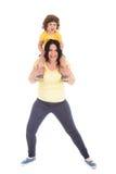 Mãe forte que leva o filho pequeno Foto de Stock Royalty Free
