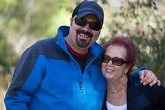 Mãe orgulhosa com ela filho acima crescido Imagem de Stock Royalty Free