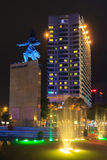 Me quadrato e costruzioni del linh intorno alla notte a Ho Chi Minh City Fotografie Stock Libere da Diritti