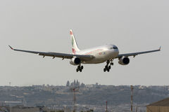 MEA Airbus 330 landning Arkivbild