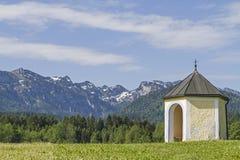 Meadow chapel in Isarwinkel Royalty Free Stock Photos