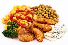 Meal with chicken and pasta with veggies Royalty Free Stock Photography