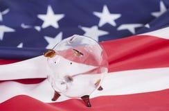 Mealheiro de vidro contra a bandeira nacional americana Imagem de Stock