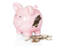 Mealheiro quebrado com dinheiro Fotografia de Stock