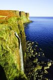 Mealt秋天和苏格兰男用短裙岩石,斯凯岛小岛在苏格兰 图库摄影