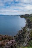 Mealt baja en la roca de la falda escocesa, península del cielo Fotos de archivo