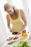 mealtime еды подготовляя женщину стоковая фотография rf