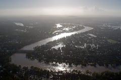 Meande da silhueta de janeiro 2011 da inundação do rio de Risbane fotografia de stock