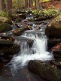 Meandering strumień przy Bushkill Spada PA fotografia stock