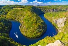 Meandro a ferro di cavallo di forma del fiume della Moldava dal punto di vista di maggiore, natura della repubblica Ceca fotografia stock libera da diritti