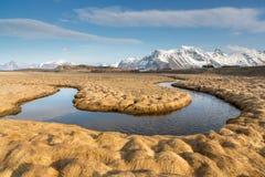Meandro, isla de Moskenesoy, Lofoten, Noruega Imagen de archivo libre de regalías