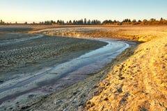 Meandros de un río de alimentación a un lago desecado - Bouverans imagen de archivo libre de regalías