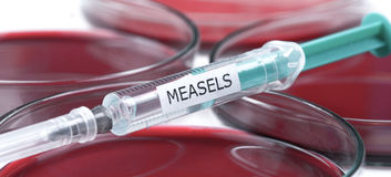 Measels vaccination laboratory and petrischalen Royalty Free Stock Photos