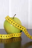 Measuring tape and apple Royalty Free Stock Photos