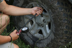 Measuring tire pressure Royalty Free Stock Images