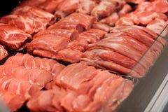 Meat i supermarket Arkivfoton