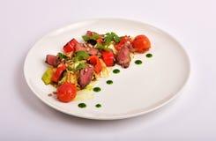 Meat med grönsaker arkivbild