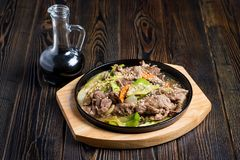 Meat med grönsaker royaltyfri fotografi