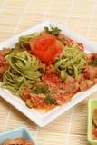 Meat med grönsaker och pasta Arkivbilder