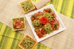 Meat med grönsaker och pasta Royaltyfri Bild