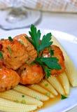 Meatball asiático da galinha sobre o milho de bebê Imagem de Stock Royalty Free