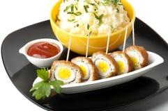 Meatballs com ovos e batatas de codorniz Fotografia de Stock