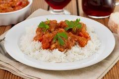 Meatballs med kokt rice Arkivfoton