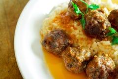 Meatballs med Rice royaltyfria foton