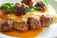 Meatballs med Rice arkivbilder