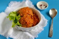 Meatballs no molho de tomate imagem de stock