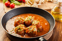 Meatballs with tomato sauce on black pan Stock Photography