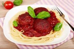 Meatballs with tomato sauce and spaghetti pasta Stock Photos