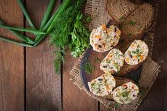 Meatloaf κοτόπουλου σάντουιτς με τα λαχανικά Τοπ όψη Στοκ εικόνα με δικαίωμα ελεύθερης χρήσης