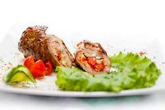 Meatloaf τα λαχανικά που διακοσμούνται με με το φύλλο μαρουλιού Στοκ φωτογραφίες με δικαίωμα ελεύθερης χρήσης