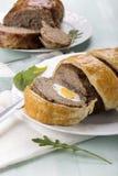 Семенить meatloaf с вареными яйцами стоковые фотографии rf