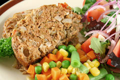 Free Meatloaf And Vegetables 6 Stock Photography - 4521282