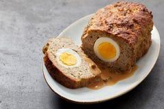 Meatloaf com enchimento do ovo fotos de stock
